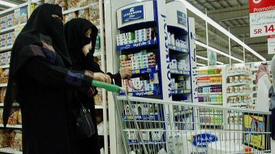 ضرائب سعودية على المشروبات والتبغ ستبدأ إبريل المقبل