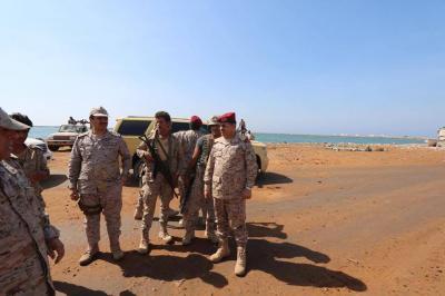 بالصور .. اللواء المقدشي والوزير مجلي يتفقدان المقاتلين في جبهتي حرض وميدي