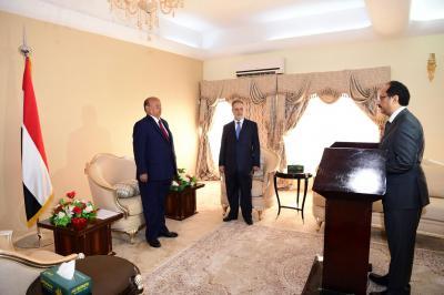 """الرئيس هادي يعفي الوزير """" الأصبحي """" من منصبه ويعينه في منصب دبلوماسي ( صور)"""