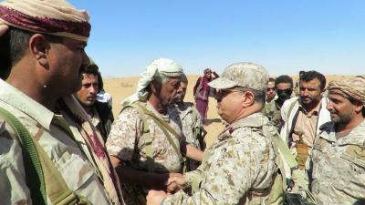 """رئيس الأركان """" المقدشي """"  يزور الوحدات العسكرية في جبهة بيحان بمحافظة شبوة ( صوره)"""