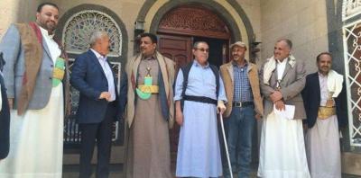 قيادي مؤتمري ينتقد المؤتمريين الذين يشكون من ممارسات الحوثيين في الوزارات التي من نصيبهم .. ويحمل قيادة المؤتمر المسؤولية