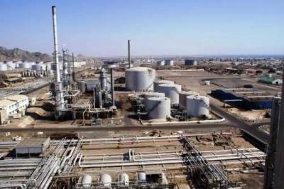 تصاعد أزمة الوقود في عدن وحركة النقل مهددة بالشلل .. والحكومة تلتزم الصمت