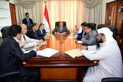 الرئيس هادي يعقد اجتماعاً موسعاً للوقوف على ازمة المشتقات النفطية