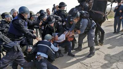 فلسطينيو الداخل يعلنون إضرابا شاملا وحدادا عاما احتجاجا على هدم منازل أم الحيران في النقب