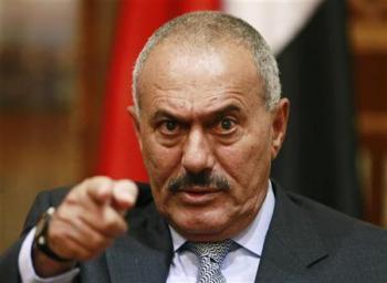 """الرئيس السابق """" صالح """" يظهر من جديد بعد إتهامات متبادلة بين الحوثيين والمؤتمر حول قضايا الفساد .. ويصف من يتهمه بالفاشل"""