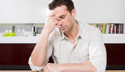 """دراسة: نقص الفيتامين """"د"""" يرتبط بالصداع بقوة خاصة عند الرجال"""