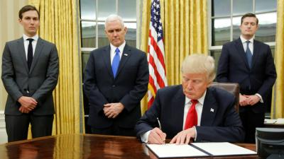 ترامب يوقع أول مرسوم تنفيذي