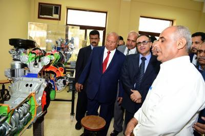 بالصور .. الرئيس هادي يتفقد عدداً من المرافق والمنشآت الحيوية في عدن