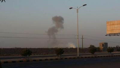 غارات جوية مكثفة على مواقع بمدينة الحديدة ( أسماء المواقع )