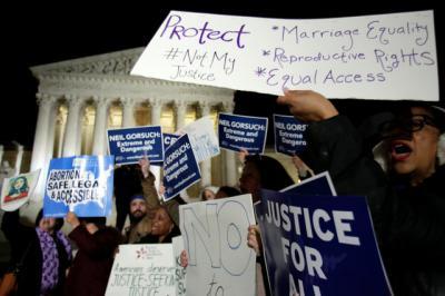 موجة طعون وتوسع الإحتجاجات ضد قرارات ترمب.. ولايات جديدة تنضم للمحتجين