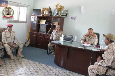 قيادة محور تعز تبدأ بتسليم مرتبات الجيش والأمن