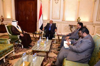 الرئيس هادي يستقبل السفير السعودي لدى اليمن