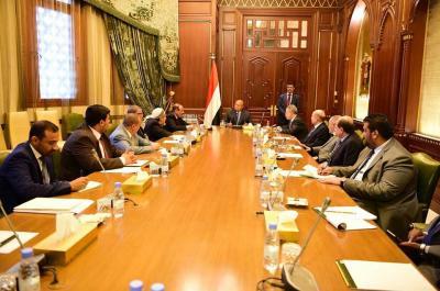 الرئيس هادي يترأس اجتماعاً بمستشاريه بحضور نائبه ( صوره)