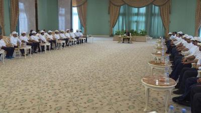 الفريق علي محسن الأحمر يلتقي المبتعثين للدراسة في كلية الملك فهد الأمنية( صوره)
