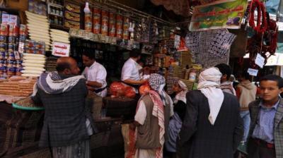 صنعاء تواجه ارتفاع الأسعار وعودة السوق السوداء .. وصحيفة المؤتمر الرسمية تهاجم حكومة بن حبتور