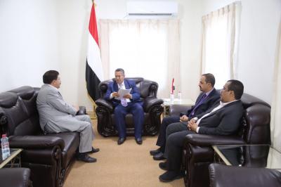 رئيس الوزراء يوجه وزارة المالية بصرف مرتبات موظفي محافظة ذمار