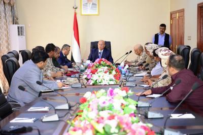 الرئيس هادي يعقد إجتماعاً إستثنائياً بالقيادات الأمنية والعسكرية بعدن بعد مواجهات المطار