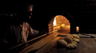 السعودية تنفي رفع الدعم عن الخبز