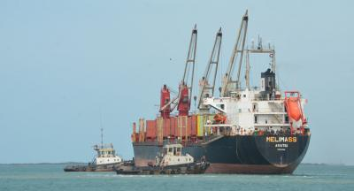 التحالف ينفي إحتجاز 5 سفن نفطيه في اليمن