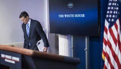 فضيحة تعصف بإدارة ترامب المخترَقة روسيًّا بعد إستقالة مستشار الأمن القومي الأمريكي