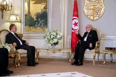 الرئيس التونسي يلتقي المخلافي ويؤكد موقف بلاده الداعم للحكومة الشرعية ( صوره)