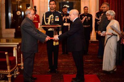 الرئيس الهندي يتسلم أوراق اعتماد السفير الإرياني ( صوره)