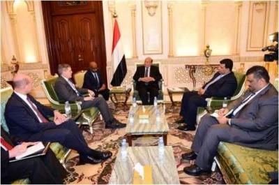 الرئيس هادي : إدارة ترامب منسجمة معنا في مواجهة التدخل الإيراني
