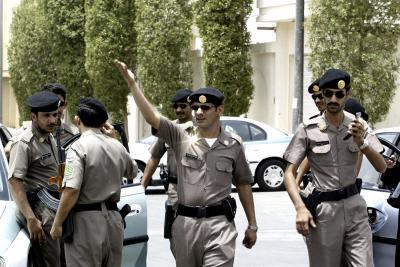 صحيفة تكشف تفاصيل العملية التي نفذتها القوات الأمنية السعودية وألقت القبض على 4 يمنيين إحتجزوا 30 رهينة