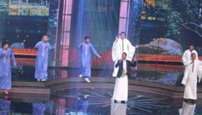 الفنان عمار العزكي يبهر لجنة التحكيم ويظهر بالزي الشعبي في الحلقة قبل الأخيرة من آرب آيدول