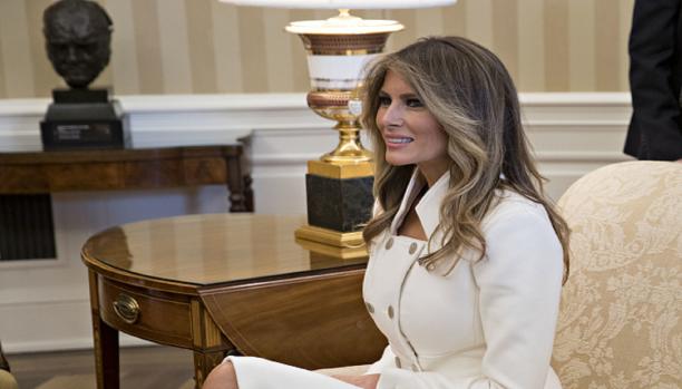 هل يُرحّل دونالد ترامب زوجته لمخالفتها القوانين؟