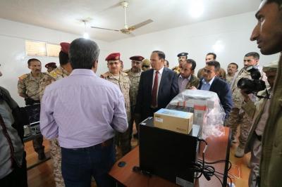 جباري والمقدشي يطلعان على الترتيبات النهائية لتفعيل نظام البصمة في الجيش