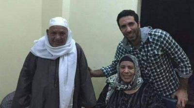 هل سيشارك اللاعب المصري أبو تريكة في تشييع جنازة والده ؟