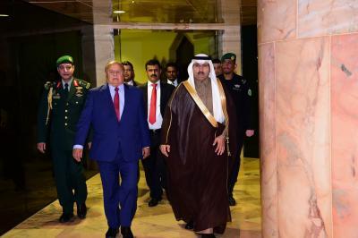 الرئيس هادي يصل الرياض .. والسفير السعودي يستقبله ( صوره)