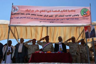 بالصور .. عرض عسكري أثناء تخريج ثاني دفعة عسكرية ضمن قوام اللواء 35 مدرع بتعز
