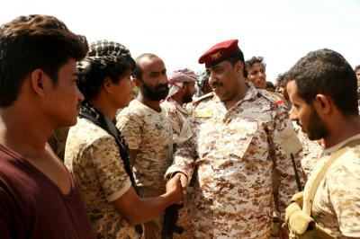 قائد المنطقة العسكرية الخامسة يتفقد الوحدات العسكرية في حرض ( صور)