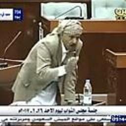 """البرلماني الأكوع وصهر """" صالح """" يهاجم حكومة بن حبتور ويكشف عن إشتراطات لصرف المرتبات ويدعوا بن حبتور إلى إرسال المشرف عليه إلى مجلس النواب"""