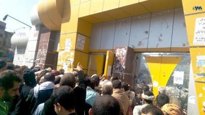حكومة بن حبتور بصنعاء تعلن رسمياً رفضها دفع مرتبات الموظفين وتستبدلها بطريقة أخرى