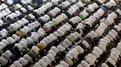 الإندبندنت البريطانية : دراسة تؤكد أن طقوس صلاة المسلمين تقلل آلام الظهر