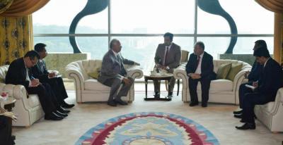 المخلافي يبحث مع رئيس وزراء ماليزيا التعاون في مجال التعليم والتنمية البشرية