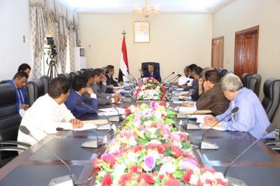 مجلس الوزراء يعقد اجتماع اليوم بعدن ويقول أن الحكومة ستصرف المرتبات لجميع موظفي الدولة