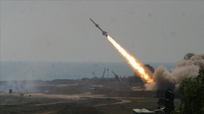 """الحكومة تقول إنها لن تساوم على بقاء الصواريخ """"الموجهة"""" بأيدي الحوثيين"""