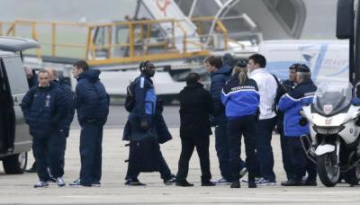 مقتل رجل حاول نهب سلاح شرطي بمطار باريس أورلي