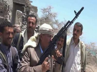 """عشرات القتلى بينهم قيادي حوثي بارز في غارات جوية إستهدفت موكب للحوثيين في تعز .. ونجاة """" المحافظ """" عبده الجندي"""