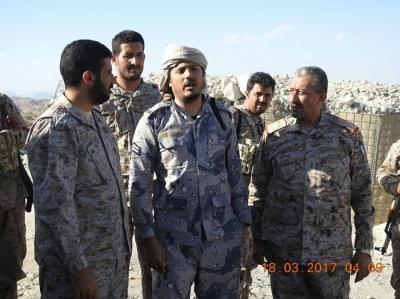 """اللواء """" القشيبي """" يزور وحدات الجيش في جبهة علب بصعدة ويطلع على جاهزيتهم القتالية"""