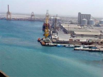 قيادي حوثي يكشف عن تباحث بشأن طلب تسليم ميناء الحديدة إلى الأمم المتحدة