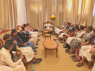 """رئيس الأركان """" المقدشي """" يلتقي قائد مقاومة عتمة وعدداً من مشائخ المديرية ( صوره)"""