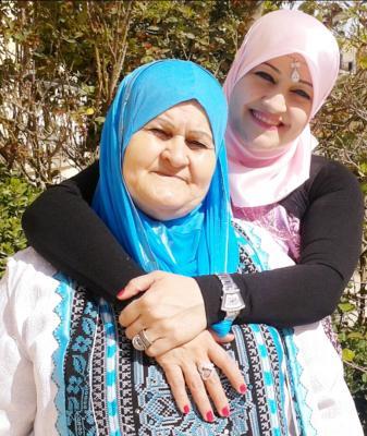 """مبادرة """"أكرموهم"""" تكرّم الأديبة د.سناء الشّعلان ووالدتها"""