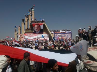 """الصحفي المقرب من الحوثيين """" العماد """" يتوعد بكشف حجم أنصار """" صالح """" يوم غداً ويصف إعلام المؤتمر بالإنتهازية والإبتزاز"""