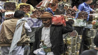 الصراع على الموارد المالية في اليمن يمتد للتجارة العربية