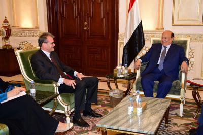 الرئيس هادي يستقبل السفير الفرنسي لدى اليمن